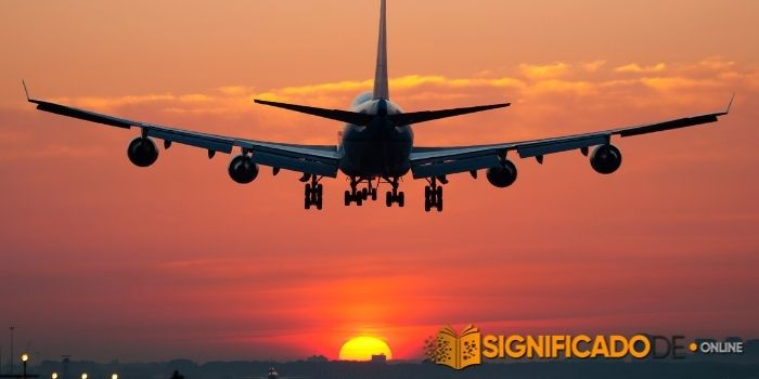 soñar con aterrizaje de avión
